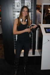 ces-2012-booth-babes-day1-19