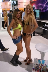 ces-2012-booth-babes-day1-26